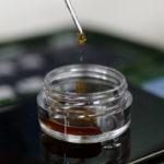 Qu'est-ce que l'huile de CBD - et est-ce légal au Royaume-Uni?